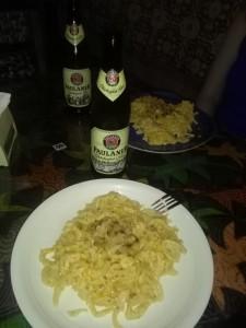 Deutscher Abend mit Paulaner Oktoberfestbier und selbst geschabten Käsespätzle