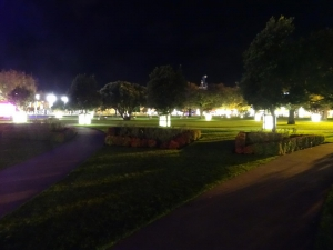 the Square bei Nacht
