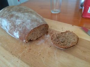 Michi´s selbstgemachtes Roggen-Sauerteig-Brot. Jammmmmmmiiiiiiiiii