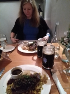 Dinner im deutschen Restaurant. Wir brauchten ein bisschen Heimat....