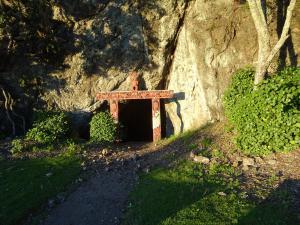 Eingang zu einer Höhle, aber wegen viel STeinschlag sind wir nicht rein
